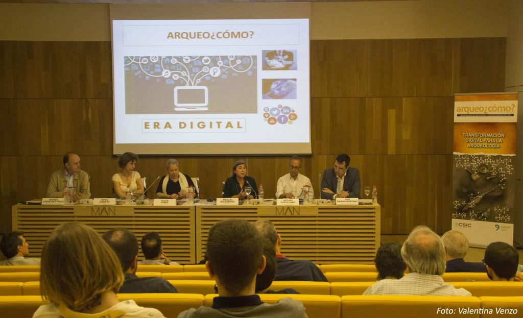 Mesa presidencial. De izquierda a derecha, Andrés Carretero, Reyes Sequera, Alicia Perea, Ángeles Maldonado, Arturo Castellano y José Ramiro Martínez