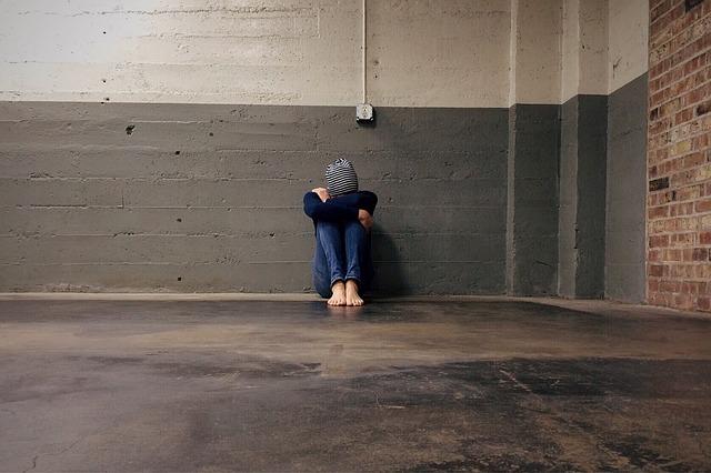 aislamiento por acoso escolar