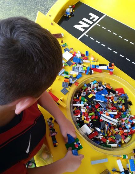 jugar con lego creatividad
