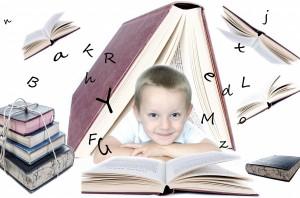 niño estudiando en verano