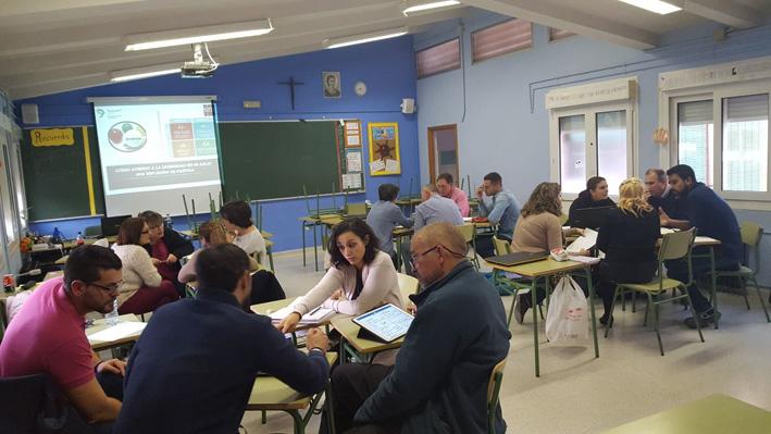 profesores trabajando en equipo en el cole Sta Rafaela María